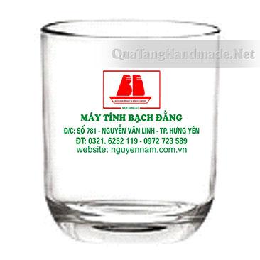 In logo lên cốc thủy tinh cho doanh nghiệp