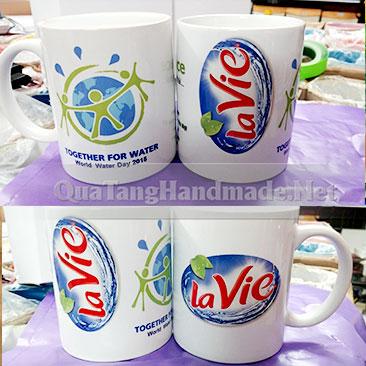 in logo lên cốc sứ trắng
