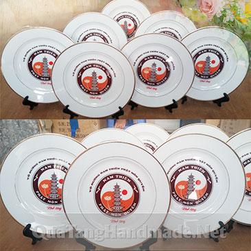 in logo đĩa sứ làm quà tặng
