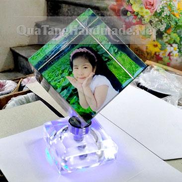 Khối pha lê lập phương in ảnh đế có đèn 7 màu