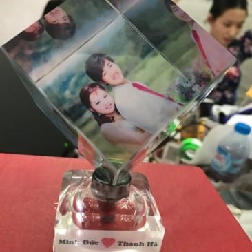 In pha lê lập phương đế đèn ở Hà Nội