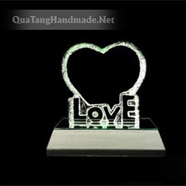 Phôi pha lê hình tim đế chữ Love