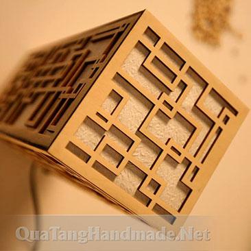 Đèn ngủ bằng gỗ hoa văn Reta