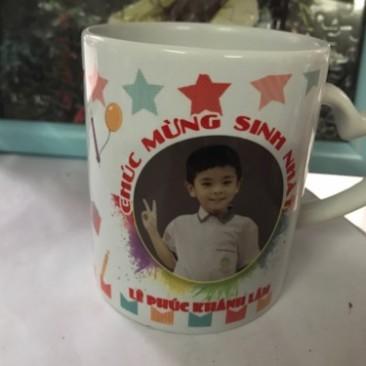 In cốc trắng quai tim ở Hà Nội
