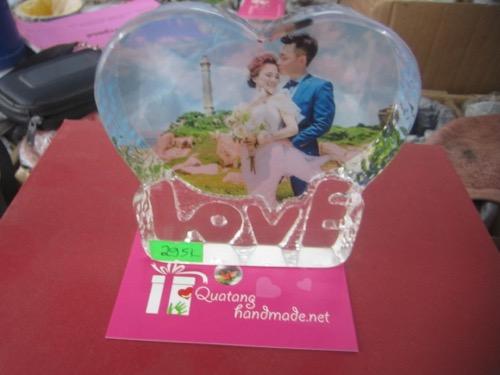 In pha lê tim LOVE ở Hà Nội
